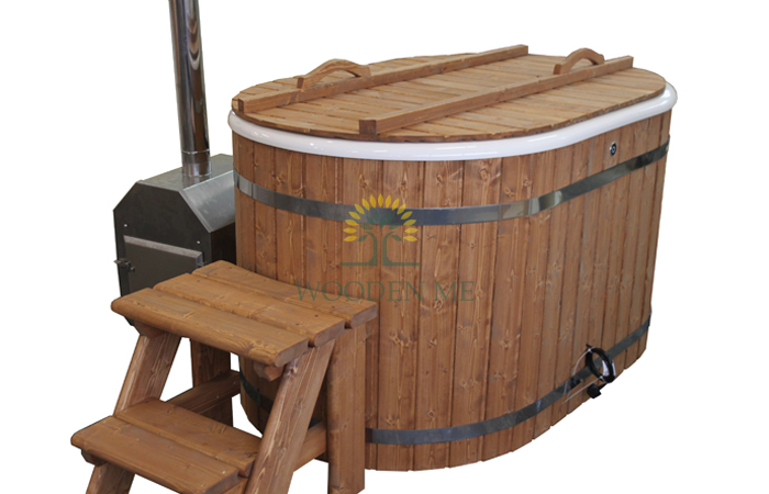 Oval hot tub for two